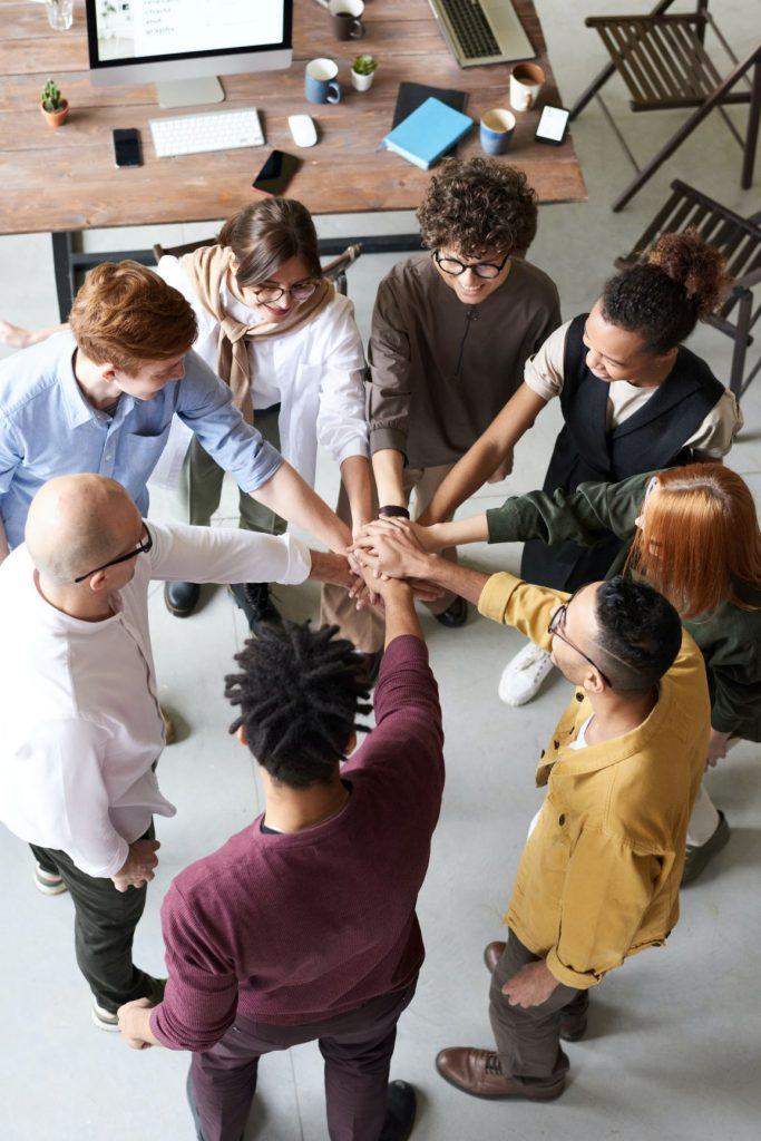 Timpul de adaptare și prosperare: 10 moduri de a vă sprijini echipa în perioade incerte